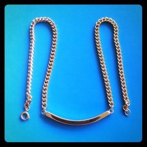 Jewelry - Gold curved bar necklace